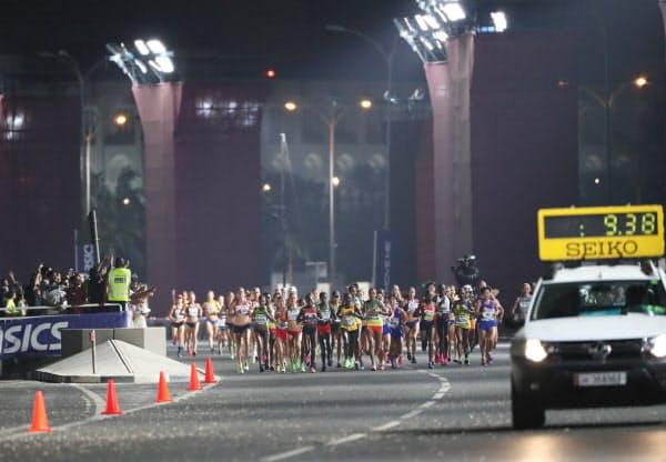真夜中に行われた女子マラソン