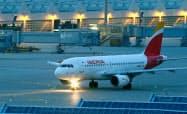 英IAG傘下のスペイン大手イベリア航空の機体=ロイター