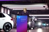 メルケル首相はEVの普及を加速させる考えを示した(4日、独東部ツビッカウ)