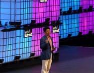 ウェブサミットで講演するファーウェイの郭平・副会長兼輪番会長(4日、リスボン)