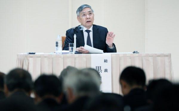 講演する日銀の黒田総裁(5日午前、名古屋市中区)