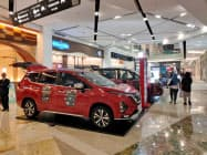 自動車販売は2ケタ減で推移する(ジャカルタ南部のショッピングモール)