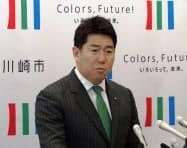 記者会見する福田紀彦・川崎市長(5日)