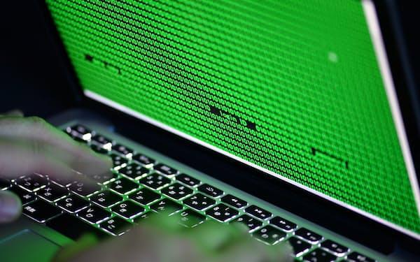 パソコンのキーボードと画面