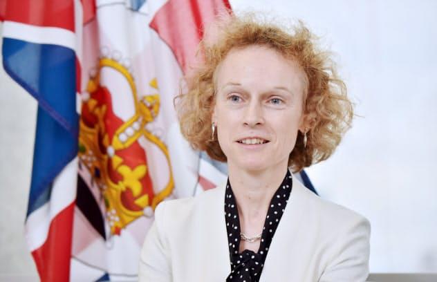 セーラ・ウテン 1996年在大阪英国総領事館副領事、99年在名古屋英国領事館領事。英外務省での勤務などを経て、2013年から駐日欧州連合(EU)代表部参事官として東京に。16年10月に大阪の総領事に着任し、西日本を管轄する。