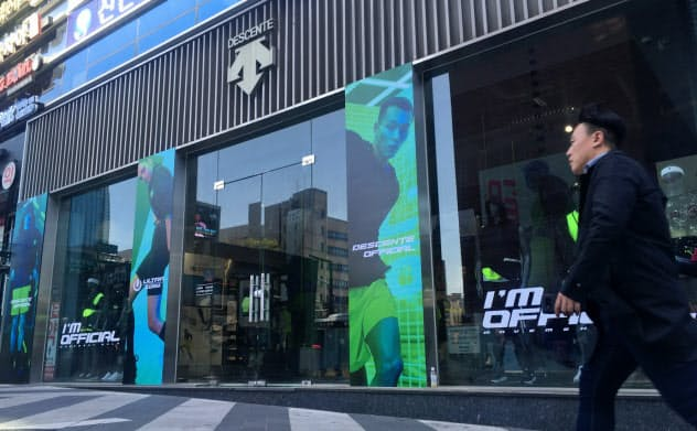 デサントは韓国子会社の売り上げが低迷(ソウルの店舗)