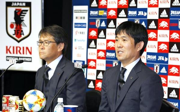 サッカーW杯アジア2次予選のキルギス戦などに臨むメンバーを発表する森保監督(6日、東京都文京区)=共同