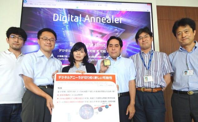 「デジタルアニーラ」の活用の広がりに期待を寄せる(右から塚本さん、松原さん、宮沢さん、黒住さん、松本直樹さん、松本慶太さん)