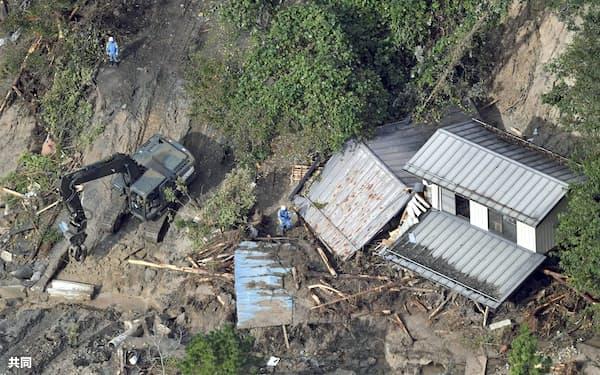 台風19号では各地で土砂災害が相次いだ(10月20日、宮城県丸森町)=共同