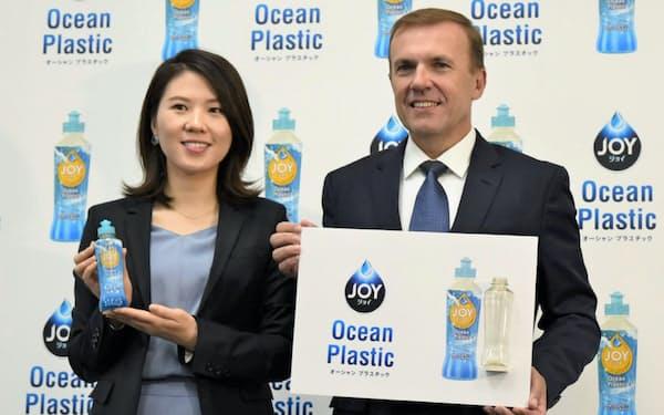 P&Gジャパンのベセラ社長は記者会見で海洋プラスチック問題の解決に意欲を示した(6日午前、東京都内)