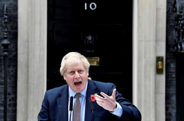 12月12日の総選挙へ本格始動する(6日、演説するジョンソン英首相)=ロイター