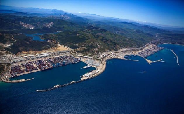 タンジェにはアフリカ最大級のコンテナ港が整備されている(モロッコ)