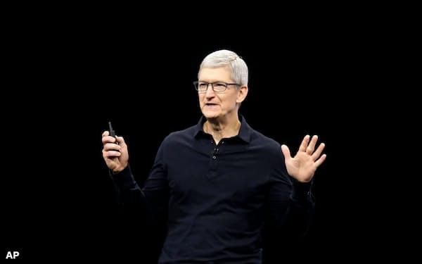 アップルのクックCEOはプライバシー保護をブランド戦略の中核に位置づける=AP