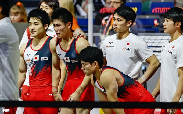 体操の世界選手権で日本男子は2大会連続の金メダルゼロに終わった=共同