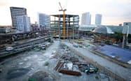 フィリピン・マニラで進む大型総合駅の建設工事(5月)=三村幸作撮影
