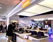 パソコンの買い替え特需がレノボの業績を後押しした(北京市内の販売店)