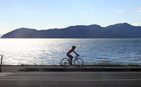 琵琶湖の雄大な景観が人気のビワイチ