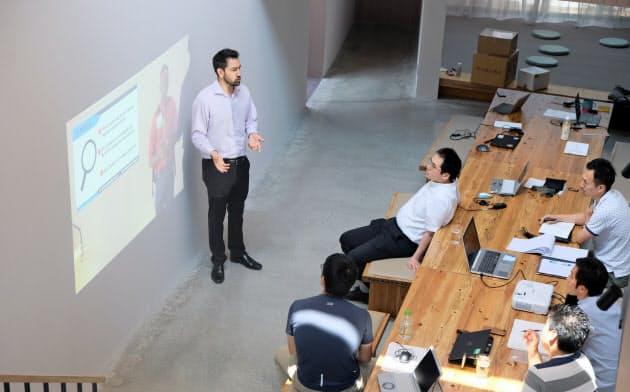 大企業に所属する9人が起業を目指す