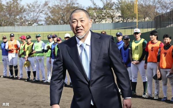野球のイベントに参加した清原和博さん(7日、横浜市)=共同