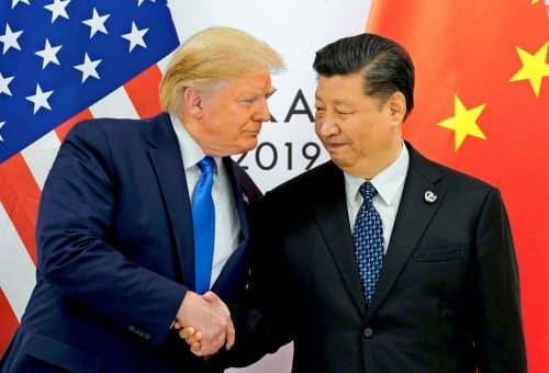 トランプ米大統領と中国の習近平国家主席は国際会議の場を利用して首脳会談を開いてきた(6月、大阪でのG20サミットに合わせた首脳会談)=ロイター