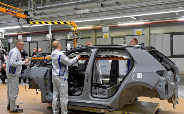 ドイツでは輸出低迷が製造業への打撃となっている(独フォルクスワーゲンの工場)=ロイター