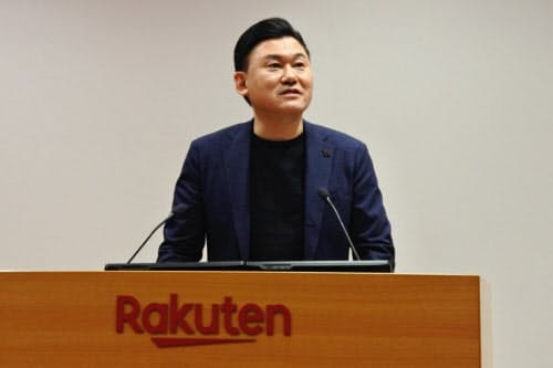 楽天の決算説明会で語る三木谷浩史会長兼社長(7日、都内)