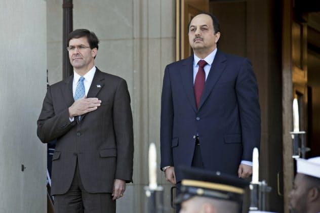 13日から韓国などを歴訪するエスパー米国防長官(左)=AP