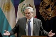 アルゼンチンのアルベルト・フェルナンデス次期大統領(5日、メキシコシティ)=ロイター
