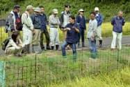 鳥獣管理士の養成講座で行われた現地実習(9月、栃木県栃木市)=共同