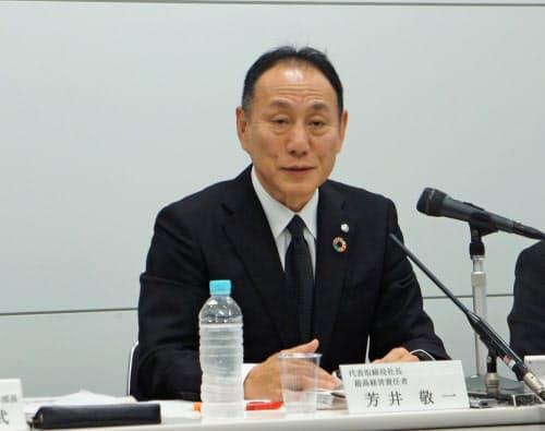 ガバナンス強化について説明する芳井社長(8日、大阪市)
