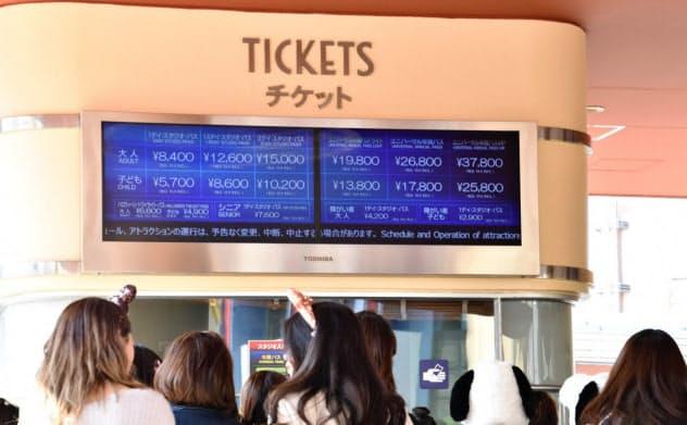 USJのチケット価格は繁閑で変動する(10月30日、大阪市此花区)
