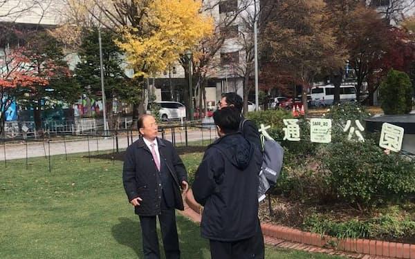組織委の武藤事務総長はマラソン発着地点の候補地、大通公園を視察した(札幌市)