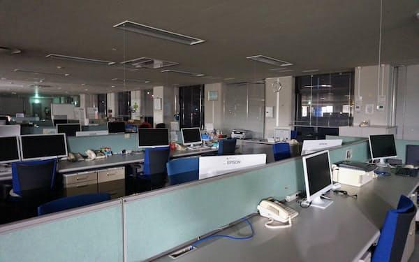 週2日の定時退社日には、午後6時ごろにはほとんどの社員が退社する(諏訪市の本社)