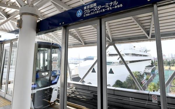 ゆりかもめの「東京国際クルーズターミナル駅」のホームからは、旧駅名の由来となった船の科学館が見える(9日午前、東京都江東区)
