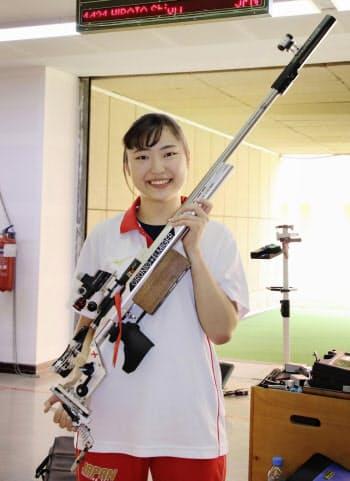 女子ライフル3姿勢で東京五輪代表に決まり、笑顔の平田しおり(9日、ドーハ)=共同