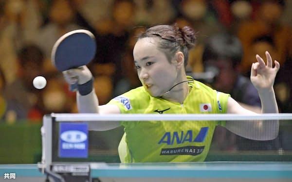 女子準決勝 韓国戦の2試合目で勝利した伊藤美誠(9日、東京体育館)=共同