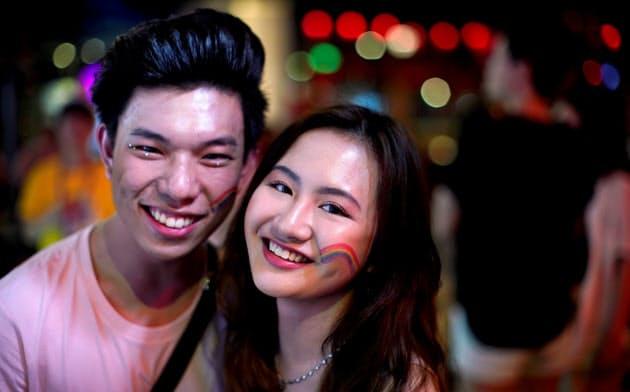 上海で開かれたLGBTのイベントの参加者たち。中国の性的な意識は自由化が進んでいる=ロイター