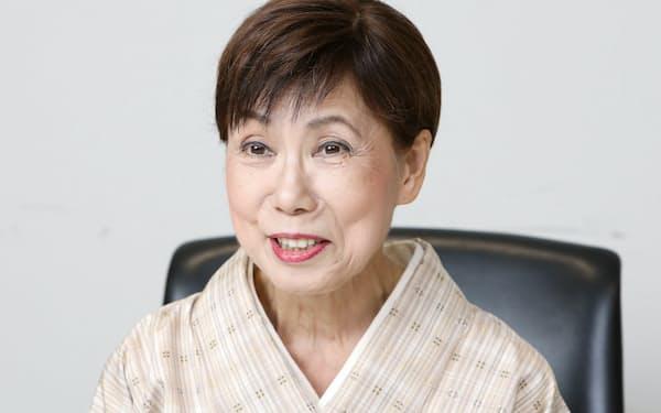 1952年横浜市生まれ。91年法政大教授、2014年から総長。専門は日本近世文化。江戸の文学・文化研究で名をあげ、エッセイストとしても活躍。著書に「江戸の想像力」など。