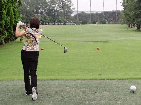 「ヴァーチャル・リレープレー」では、ティーショットはセカンド地点にいる仮想タイガー・ウッズにボールを渡すように打つ