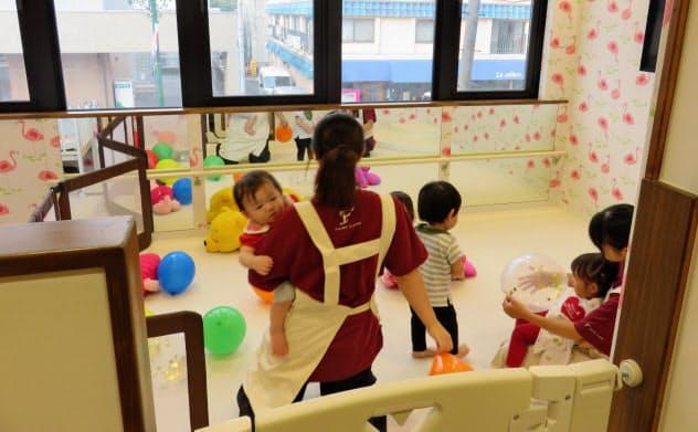 東京西サトー製品販売は女性従業員を働きやすくしようと、様々な有給休暇や企業内保育所を設けた(東京都立川市)