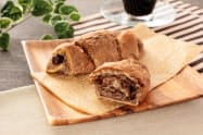 ローソンが12日に発売する「大麦のチョコクロワッサン」のイメージ。大麦のベーカリーを2種類から4種類に拡充する