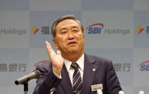 11日、SBIHDとの業務資本提携を発表した福島銀の加藤社長(福島市)