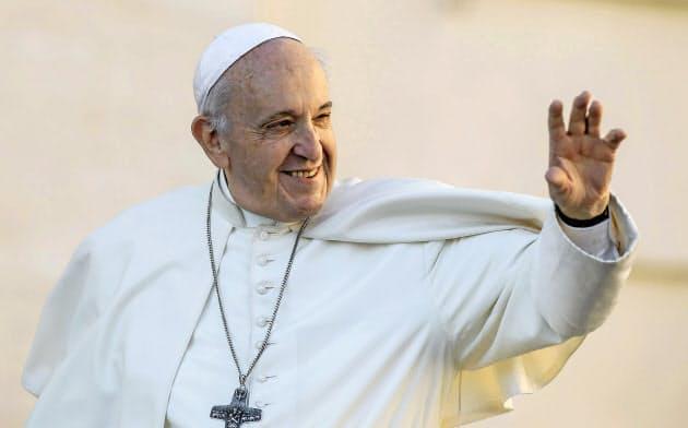 ローマ教皇として38年ぶりに日本を訪れるフランシスコ教皇=AP