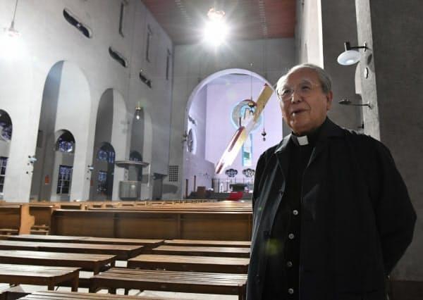 被爆者でカトリック教会の神父を務める深堀升治さん=藤井凱撮影