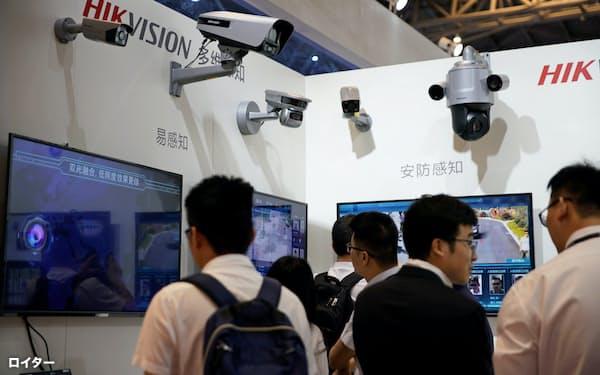 ハイクビジョンは中国で圧倒的な存在感を見せる(5月、上海の展示会)=ロイター