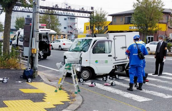 軽貨物車が保育園児の列に突っ込んだ現場(11日正午ごろ、東京都八王子市)