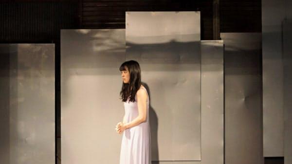 福島県出身の長谷川洋子が震災による死のいたみを好演した