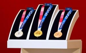 メダルには使用済みの携帯電話などから取り出した再生金属が使われる