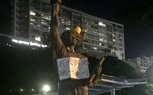 香港中文大学前の民主の女神像