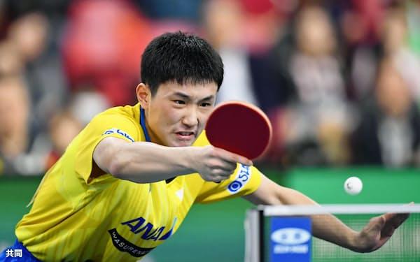 東京五輪の卓球シングルス代表を確実にした張本智和=共同
